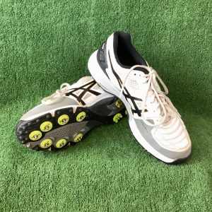 ASICS Cricket shoes with spikes size US 8