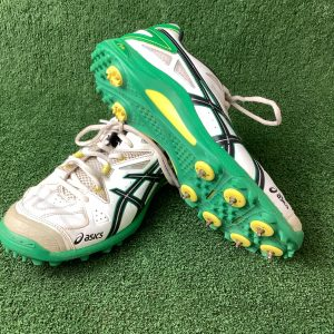 ASICS Cricket Shoes with sprigs